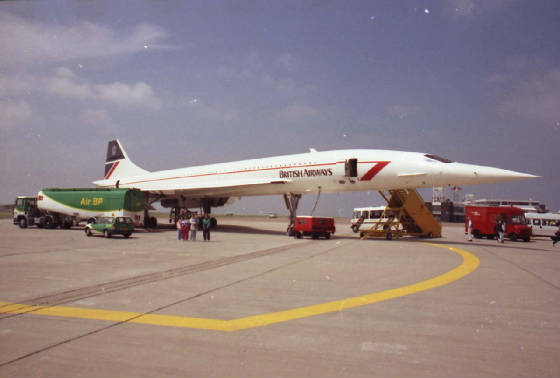 fueling-concorde-at-cardiff-airport-1996-12920-3.jpg